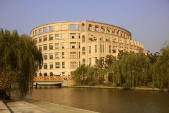 Shanghai Lixin University of Commerce Library